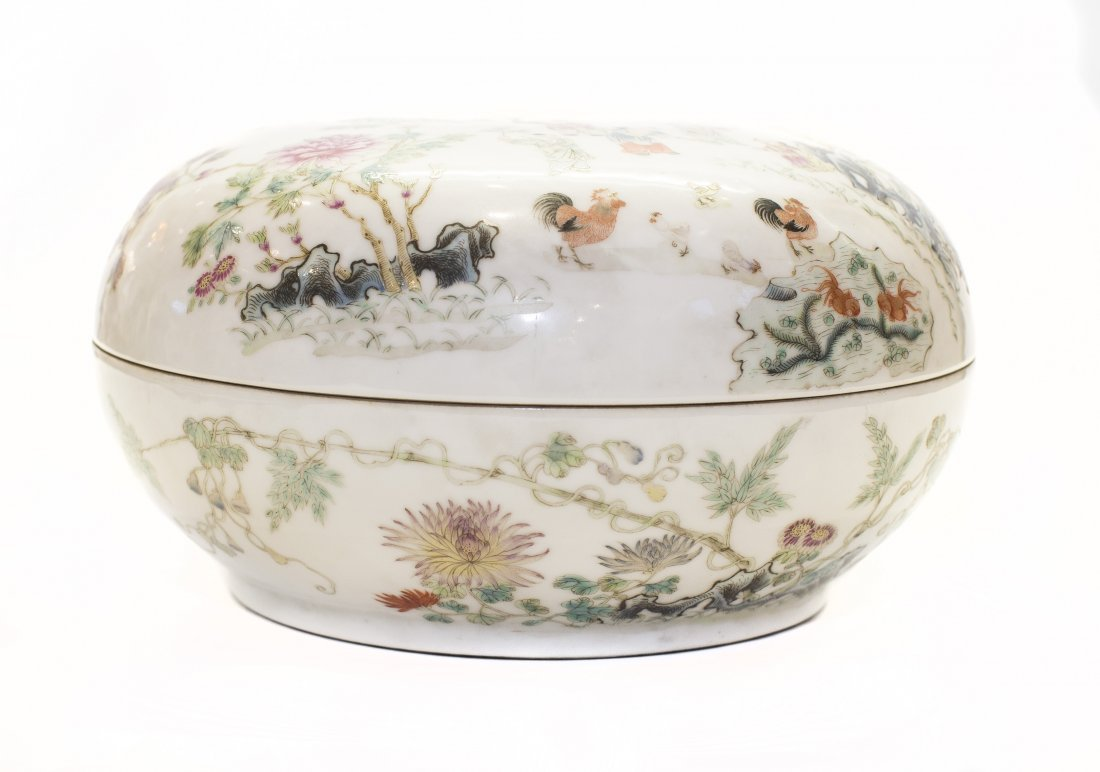 CHINESE FAMILE VERTE/ROSE PORCELAIN BOX AND COVER