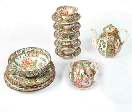 CHINESE EXPORT ROSE MEDALLION PORCELAIN TABLE ITEMS