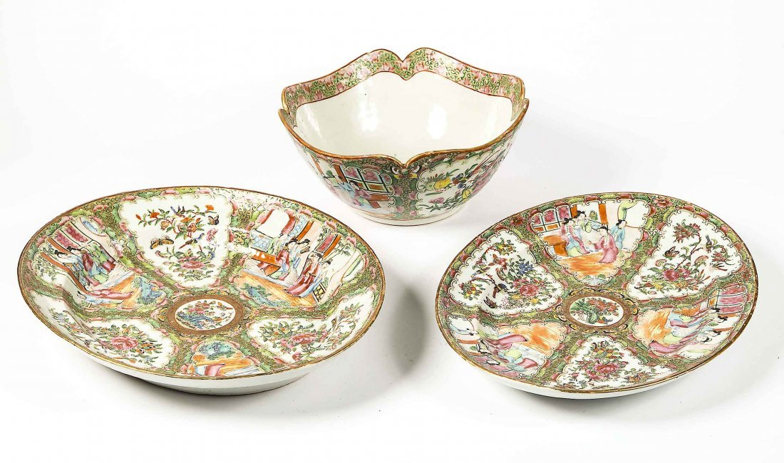 TWO CHINESE EXPORT PORCELAIN PLATTERS AND A BOWL
