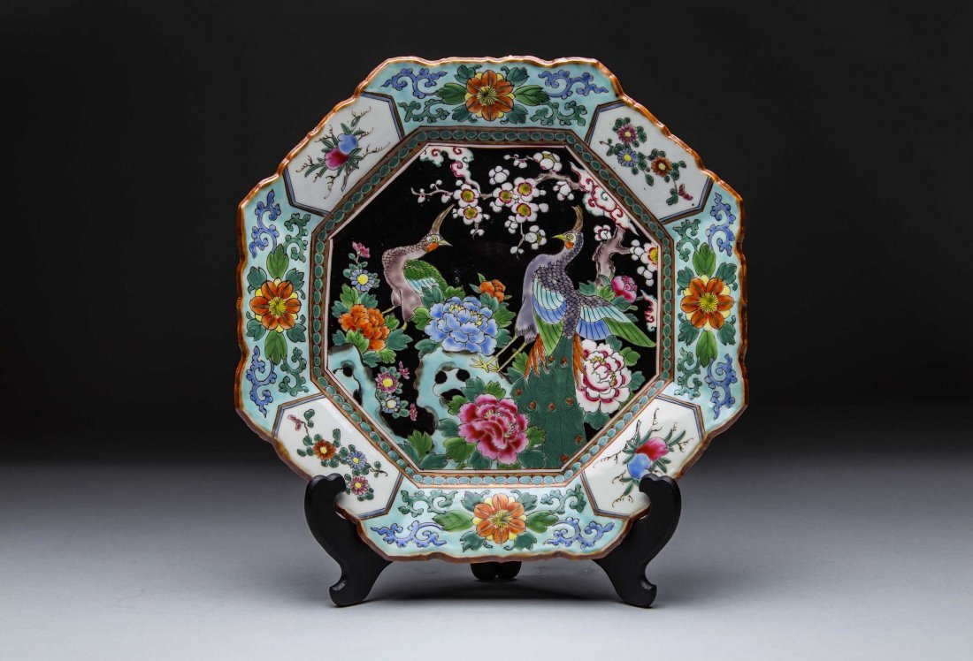 CHINESE ENAMEL DECORATED HEXAGONAL PORCELAIN PLATE,