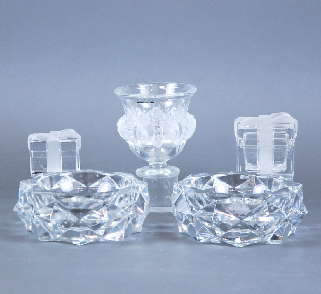 2 BACCARAT ASHTRAYS, 2 TIFFANY GLASS BOXES, LALIQUE URN