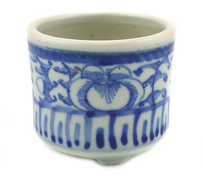 BLUE AND WHITE INCENSE BURNER, CHINESE, 19TH CENTURY