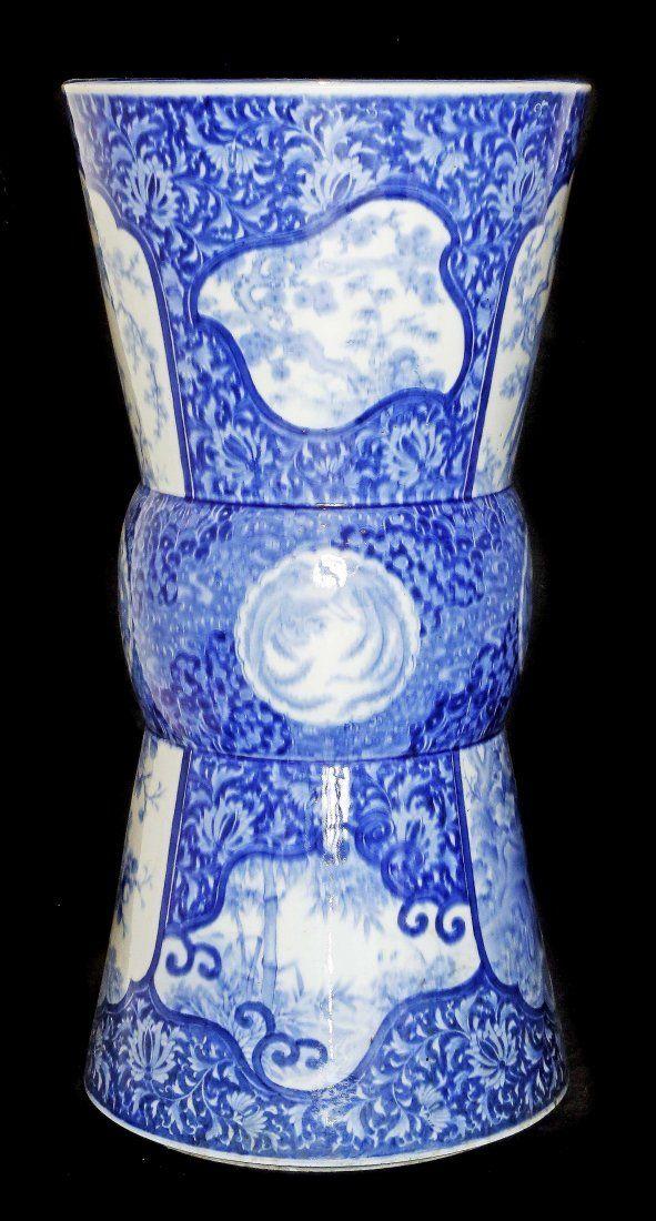 A LARGE BLUE AND WHITE PORCELAIN VASE, SIGNED