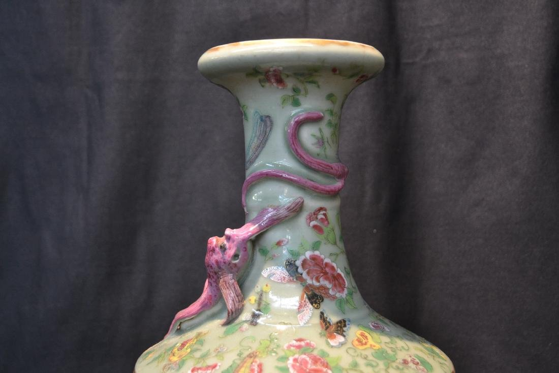 CHINESE CELEDON COLOR CHINESE VASE WITH - 2