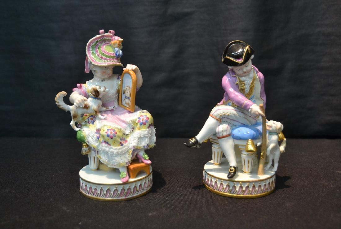 (Pr) MEISSEN PORCELAIN FIGURINES OF WOMAN WITH
