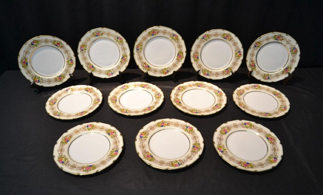 (12) ROYAL DOULTON LUNCHEON PLATES WITH