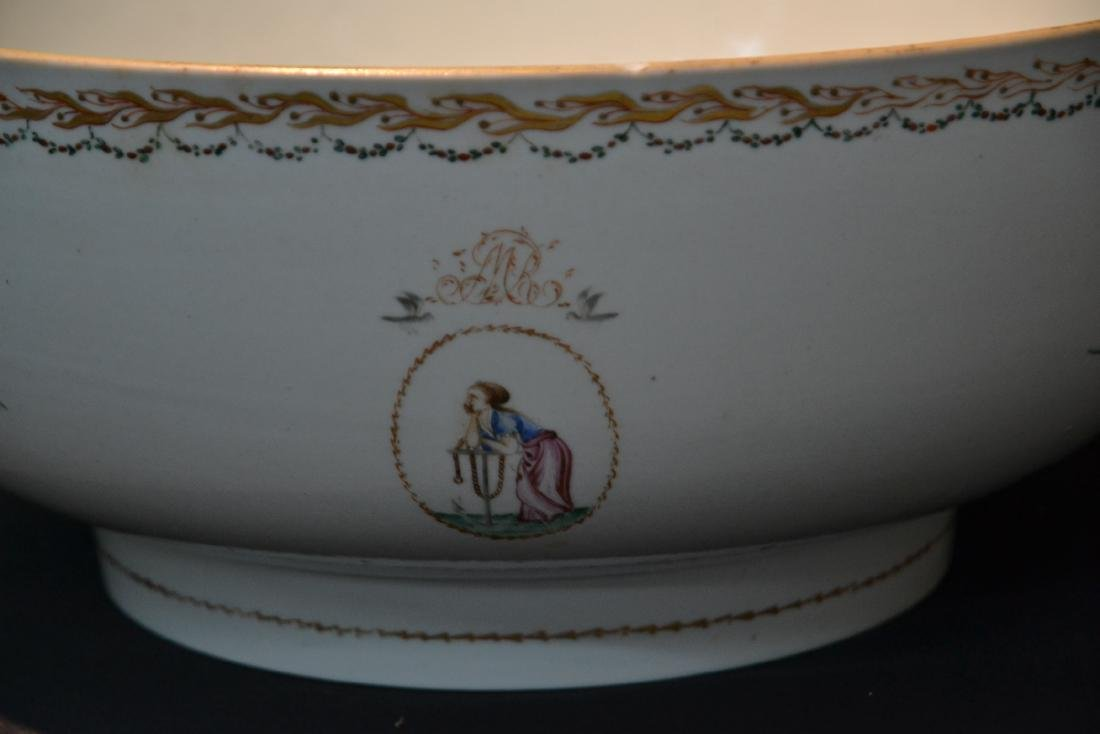 LARGE 19thC CHINESE EXPORT PORCELAIN BOWL - 2