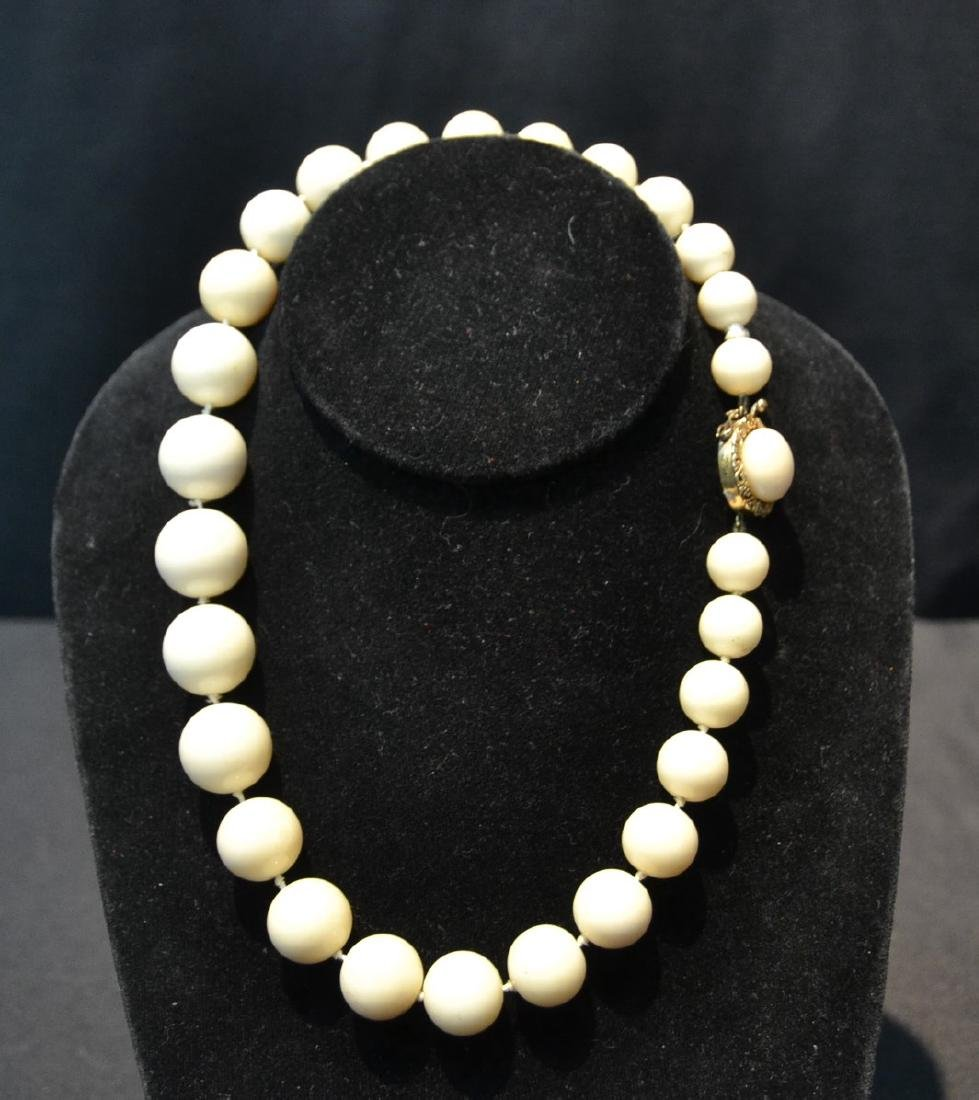 LARGE GRADUATED WHITE CORAL BEADS WITH