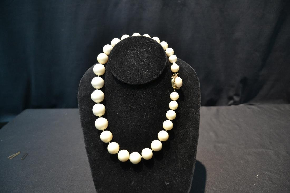 LARGE GRADUATED WHITE CORAL BEADS WITH - 2