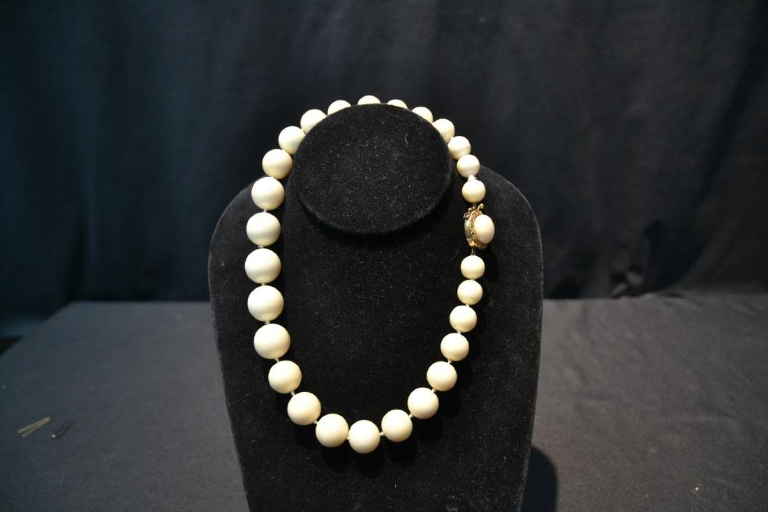 LARGE GRADUATED WHITE CORAL BEADS WITH - 3