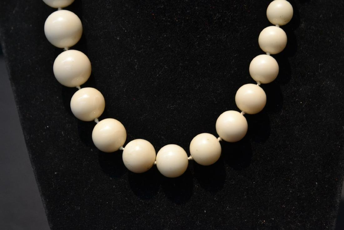 LARGE GRADUATED WHITE CORAL BEADS WITH - 4