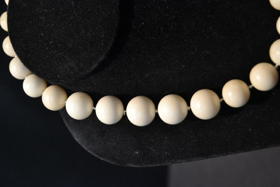 LARGE GRADUATED WHITE CORAL BEADS WITH - 5