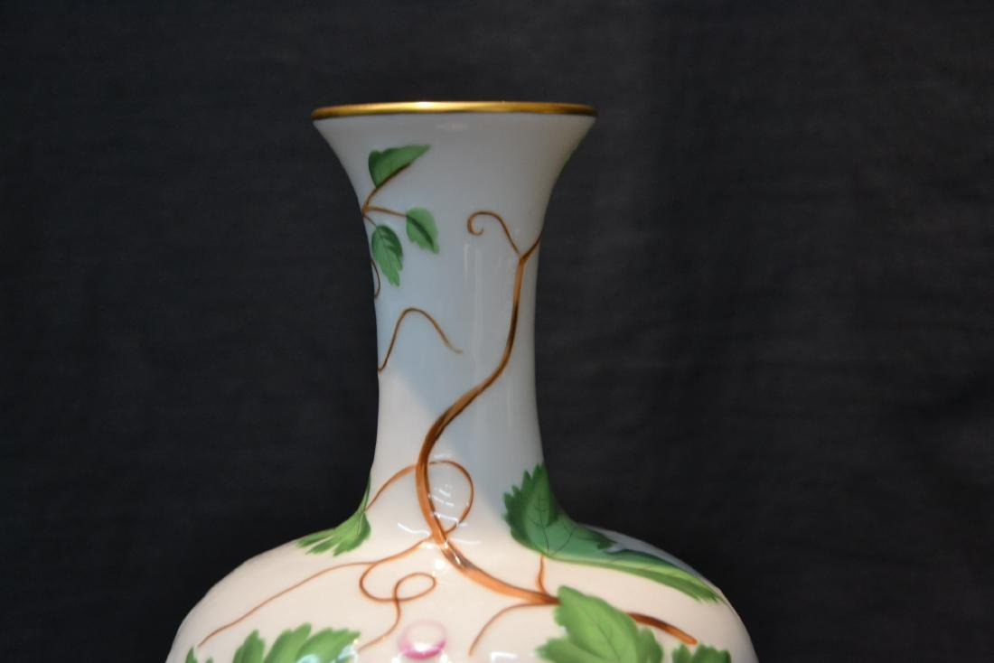 HEREND PORCELAIN VASE WITH RAISED RELEIF - 5