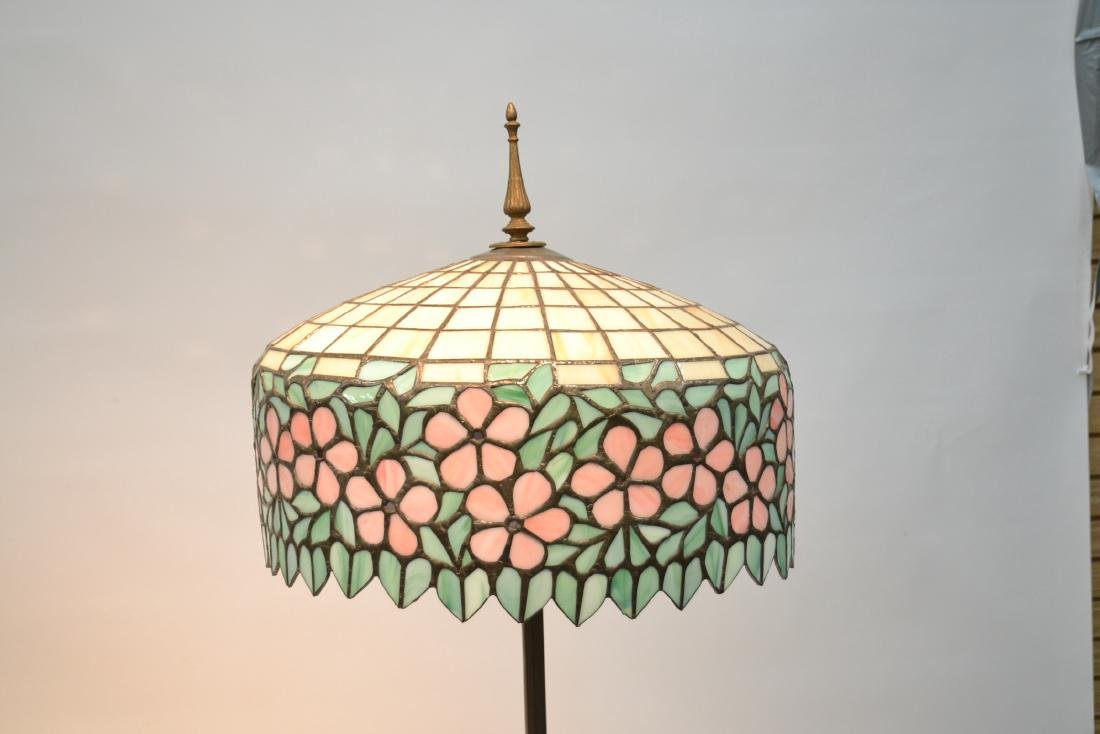 LEADED GLASS SHADE FLOOR LAMP WITH FLORAL BORDER - 3
