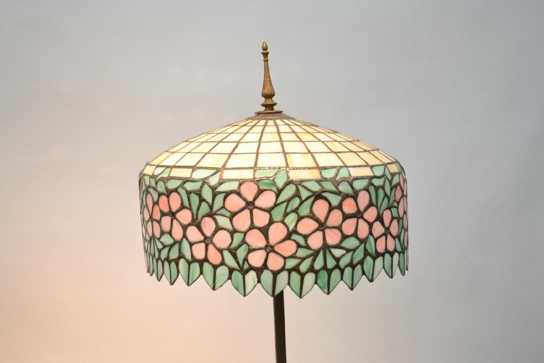 LEADED GLASS SHADE FLOOR LAMP WITH FLORAL BORDER - 4