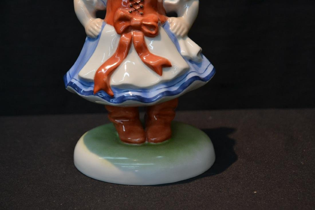 HEREND PORCELAIN WOMAN WITH WITH HAT FIGURINE - 3