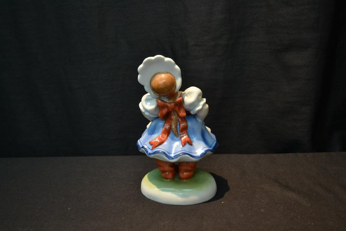 HEREND PORCELAIN WOMAN WITH WITH HAT FIGURINE - 4