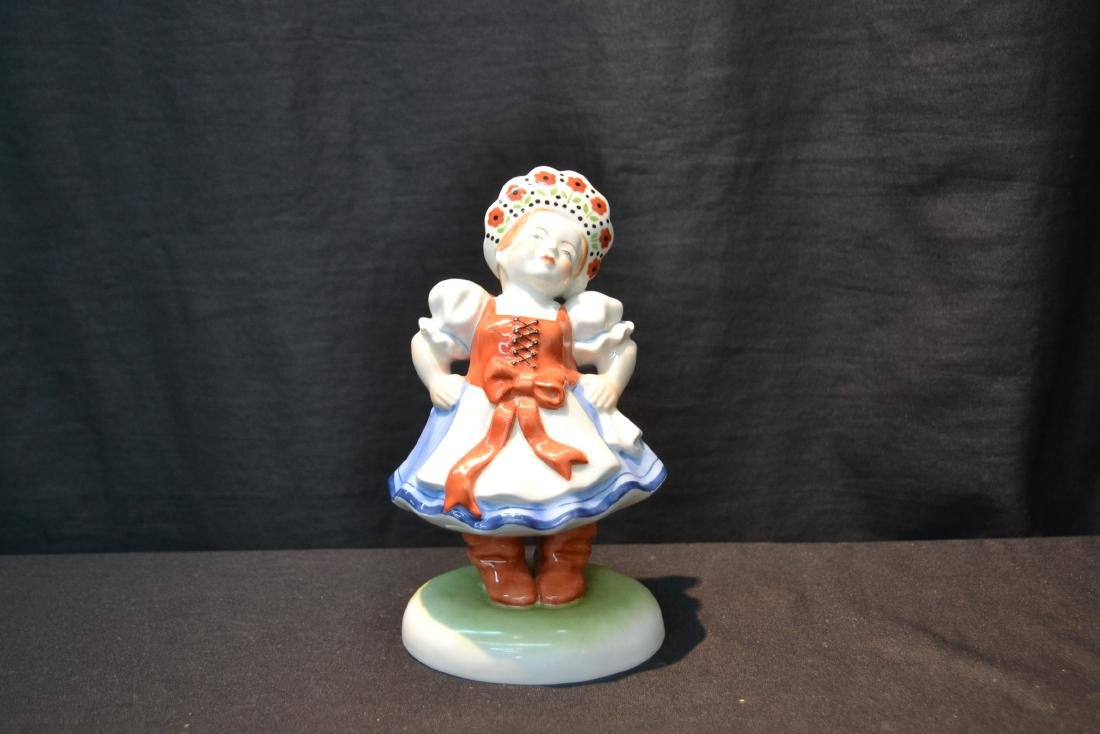 HEREND PORCELAIN WOMAN WITH WITH HAT FIGURINE - 7