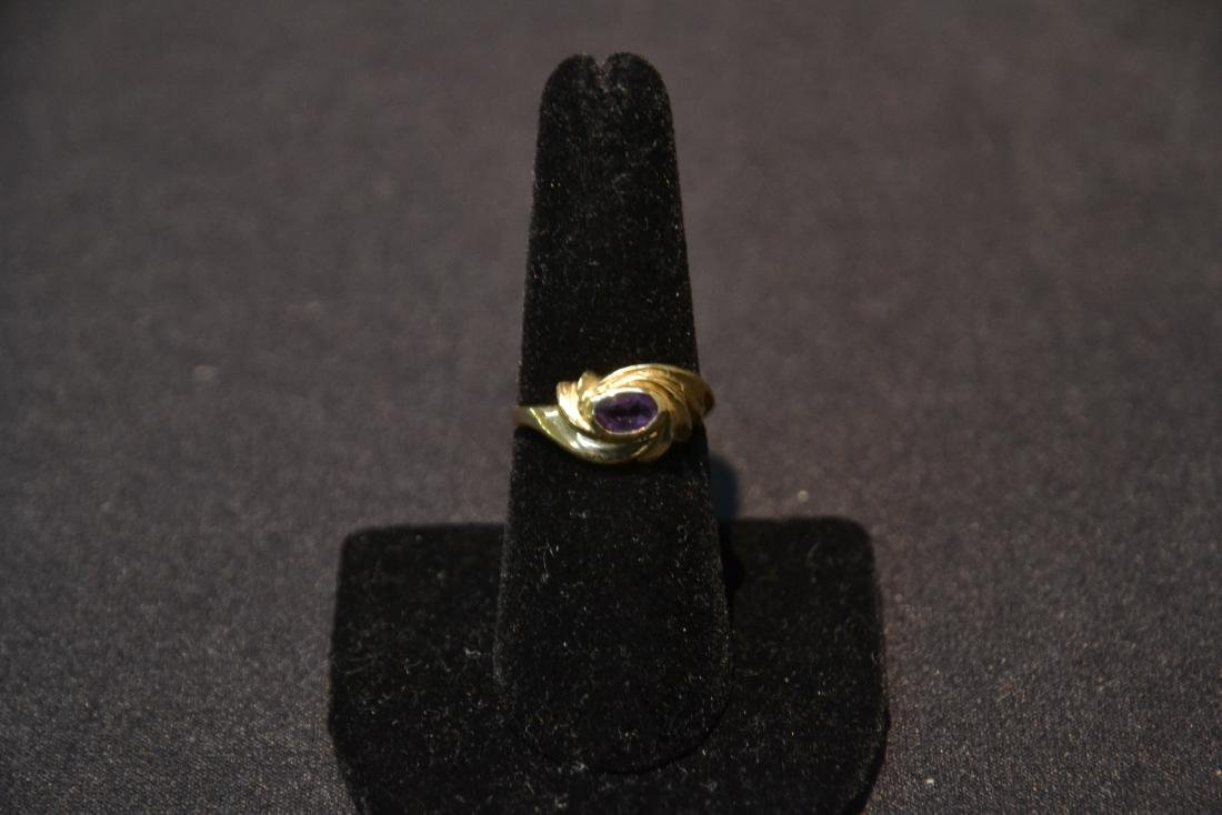 14kt GOLD RING WITH AMETHYST - SIZE 7 ; 3.1grams - 2