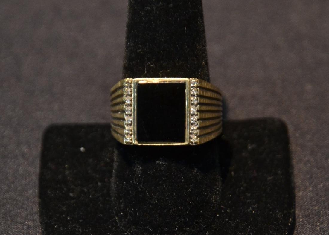 14kt GOLD DIAMOND & ONYX MANS RING - SIZE 9 1/2
