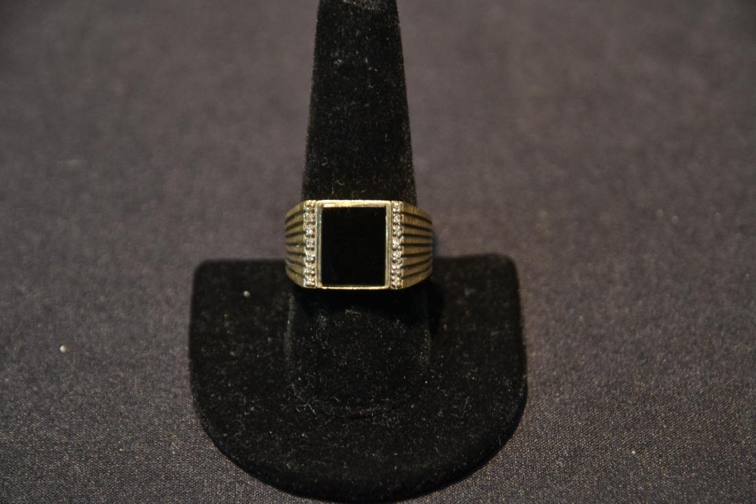 14kt GOLD DIAMOND & ONYX MANS RING - SIZE 9 1/2 - 2