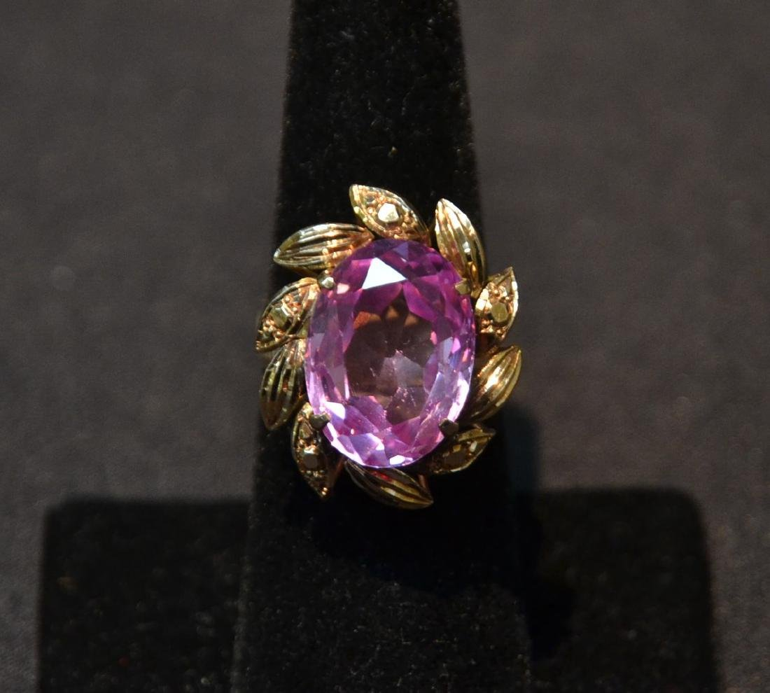 18kt GOLD LARGE PINK STONE RING - SIZE 7 1/4