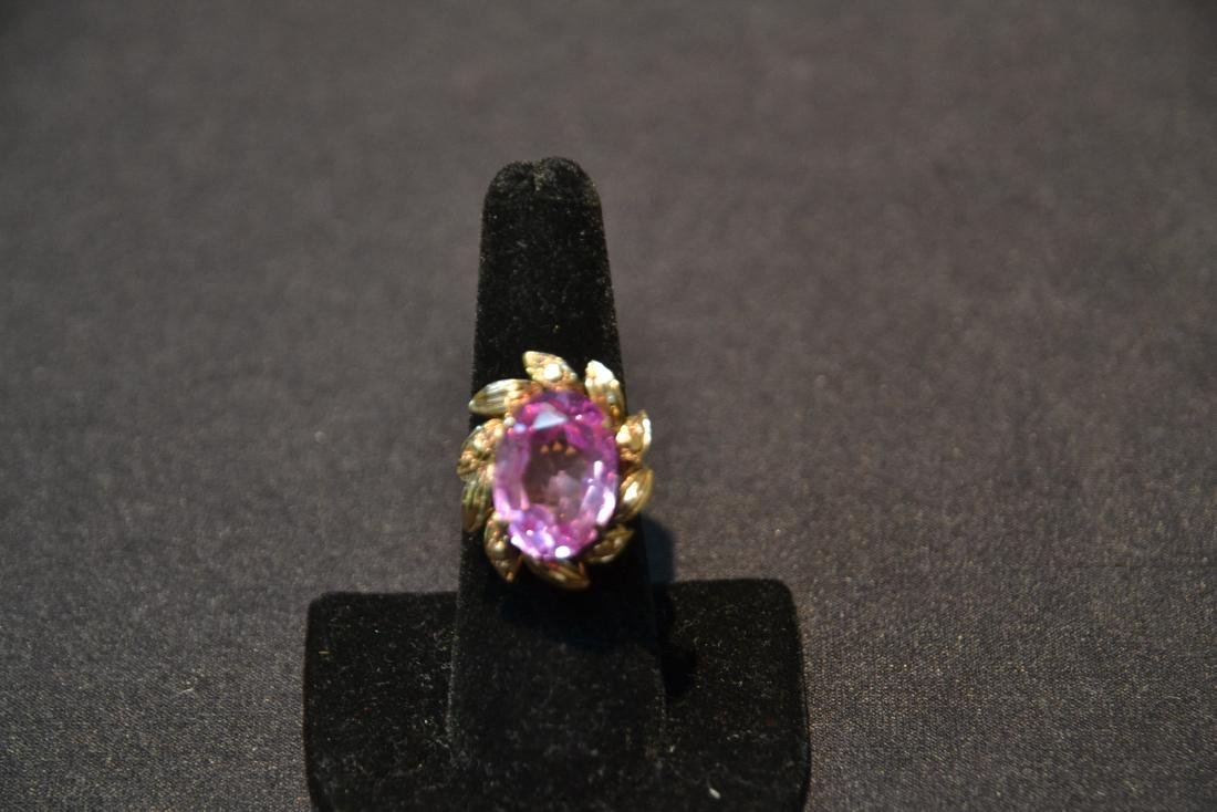 18kt GOLD LARGE PINK STONE RING - SIZE 7 1/4 - 2