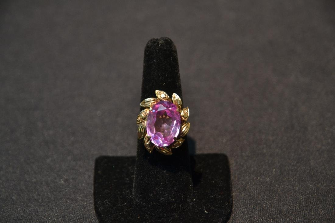 18kt GOLD LARGE PINK STONE RING - SIZE 7 1/4 - 3