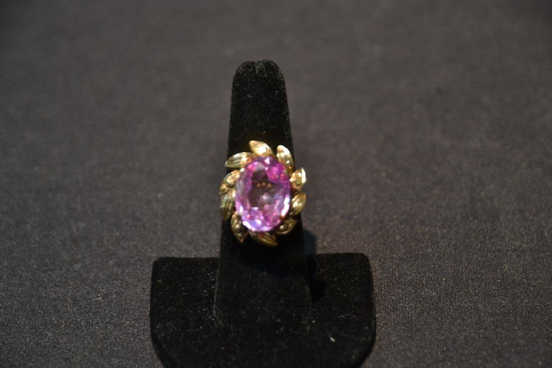 18kt GOLD LARGE PINK STONE RING - SIZE 7 1/4 - 5
