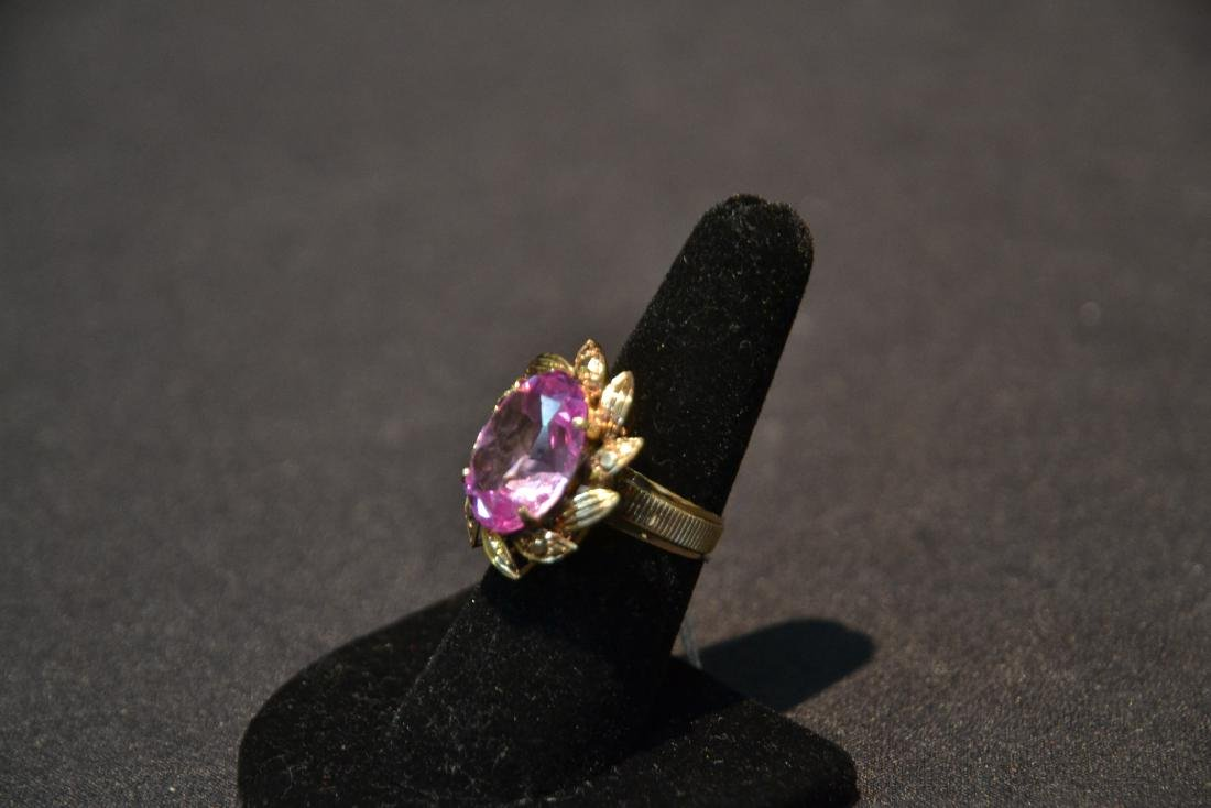 18kt GOLD LARGE PINK STONE RING - SIZE 7 1/4 - 6