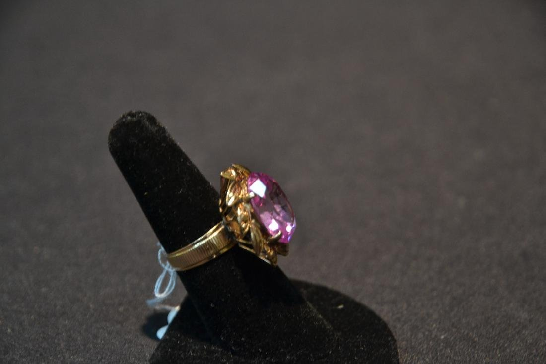 18kt GOLD LARGE PINK STONE RING - SIZE 7 1/4 - 7