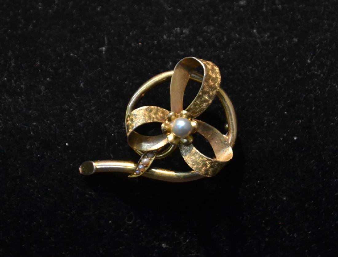 14kt GOLD CULTURED PEARL BOW FORM PIN WITH