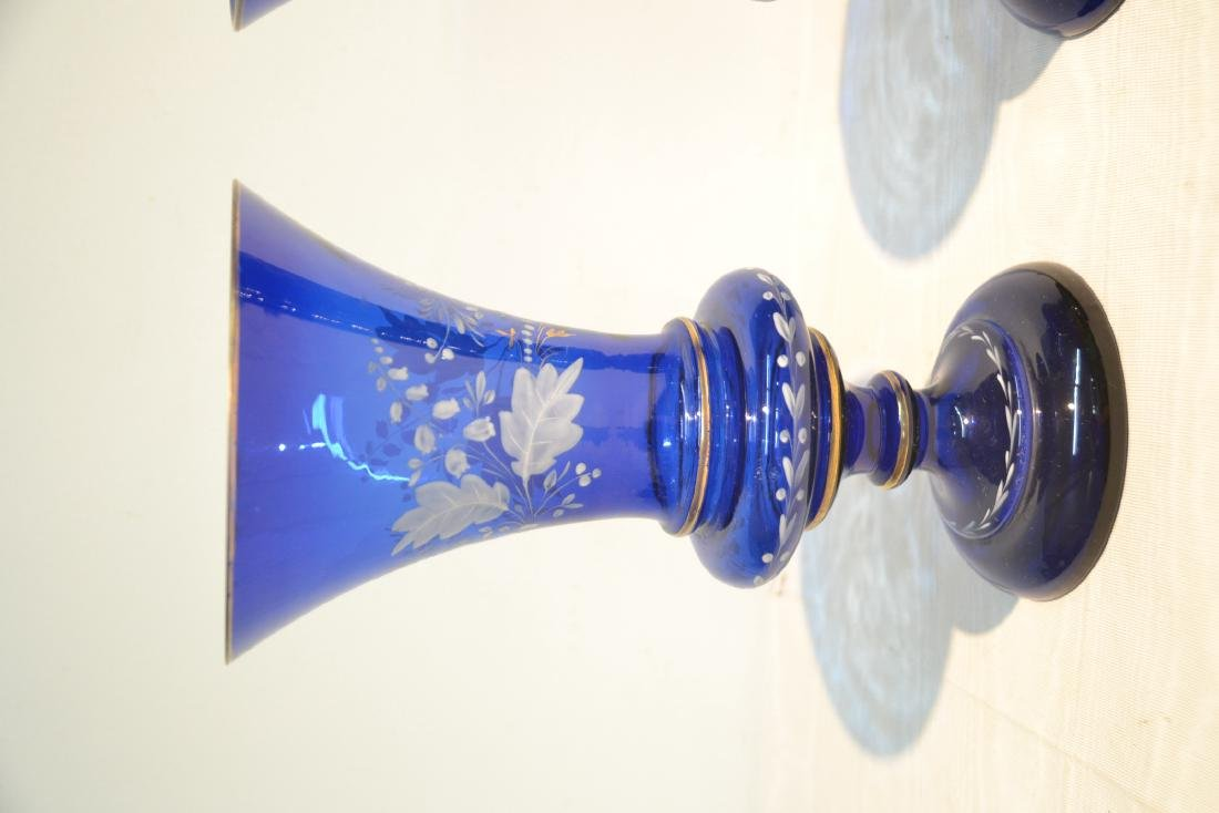 (Pr) BLUE VASES WITH WHITE FLORAL DECORATIONS - 4