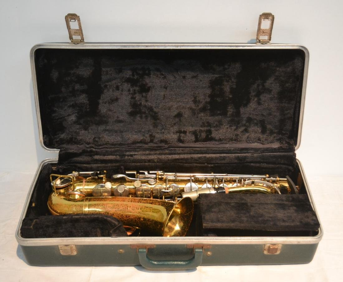 BUNDY SAXOPHONE IN PRESENTATION CASE
