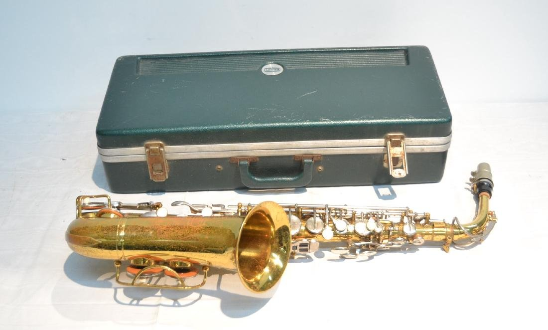 BUNDY SAXOPHONE IN PRESENTATION CASE - 3