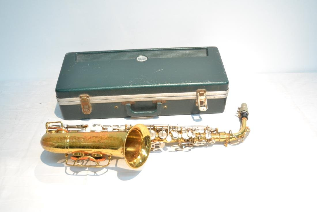BUNDY SAXOPHONE IN PRESENTATION CASE - 4