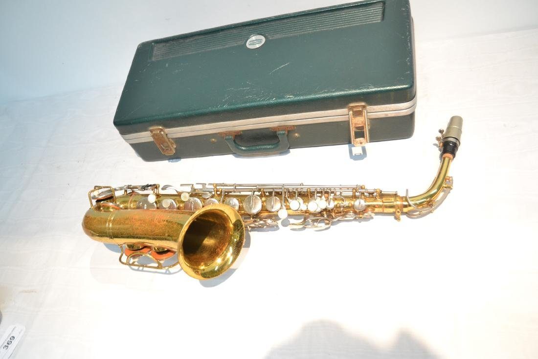 BUNDY SAXOPHONE IN PRESENTATION CASE - 5