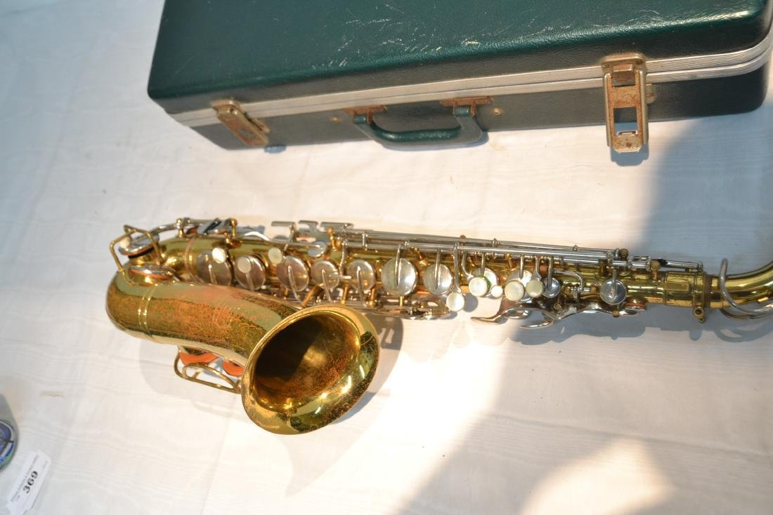 BUNDY SAXOPHONE IN PRESENTATION CASE - 6