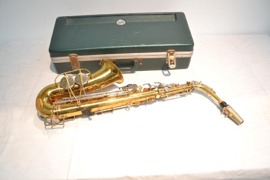 BUNDY SAXOPHONE IN PRESENTATION CASE - 7