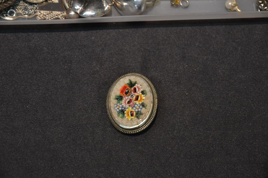 ASSORTED COMPACTS , EARRINGS , RINGS & NECKLACES - 10