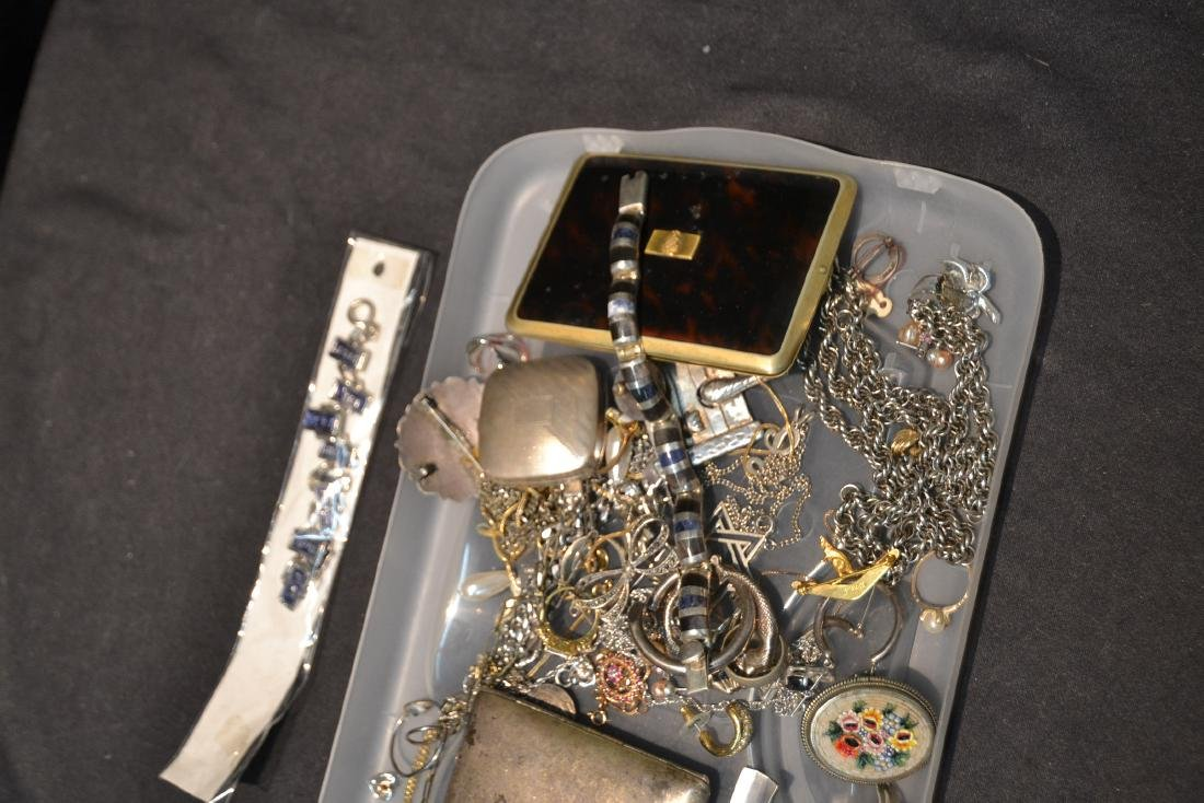 ASSORTED COMPACTS , EARRINGS , RINGS & NECKLACES - 8