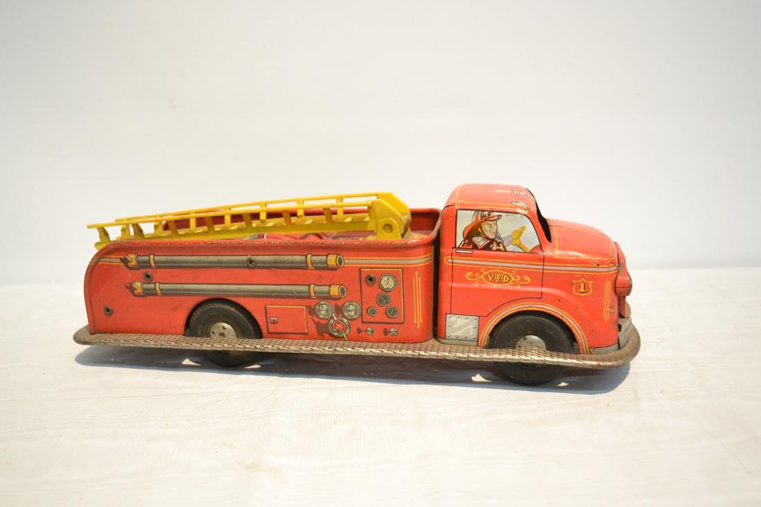 VINTAGE MARX BROS. LITHOGRAPHED TIN FIRE TRUCK - 2