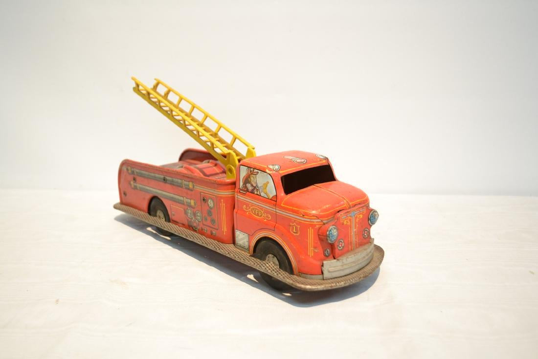 VINTAGE MARX BROS. LITHOGRAPHED TIN FIRE TRUCK - 4