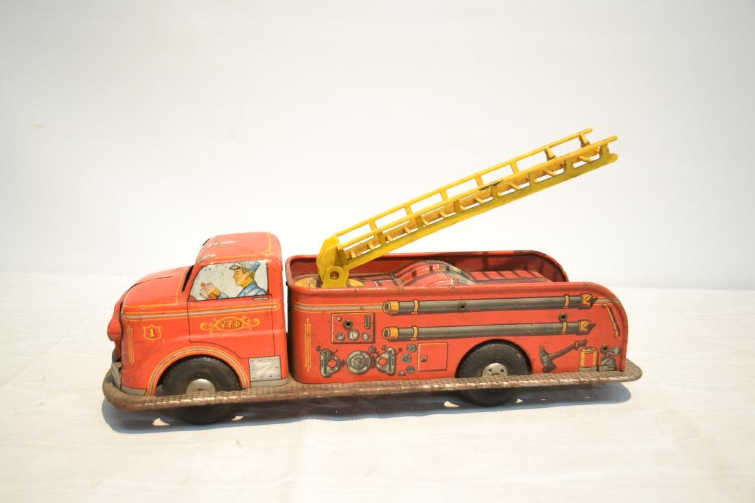 VINTAGE MARX BROS. LITHOGRAPHED TIN FIRE TRUCK - 5
