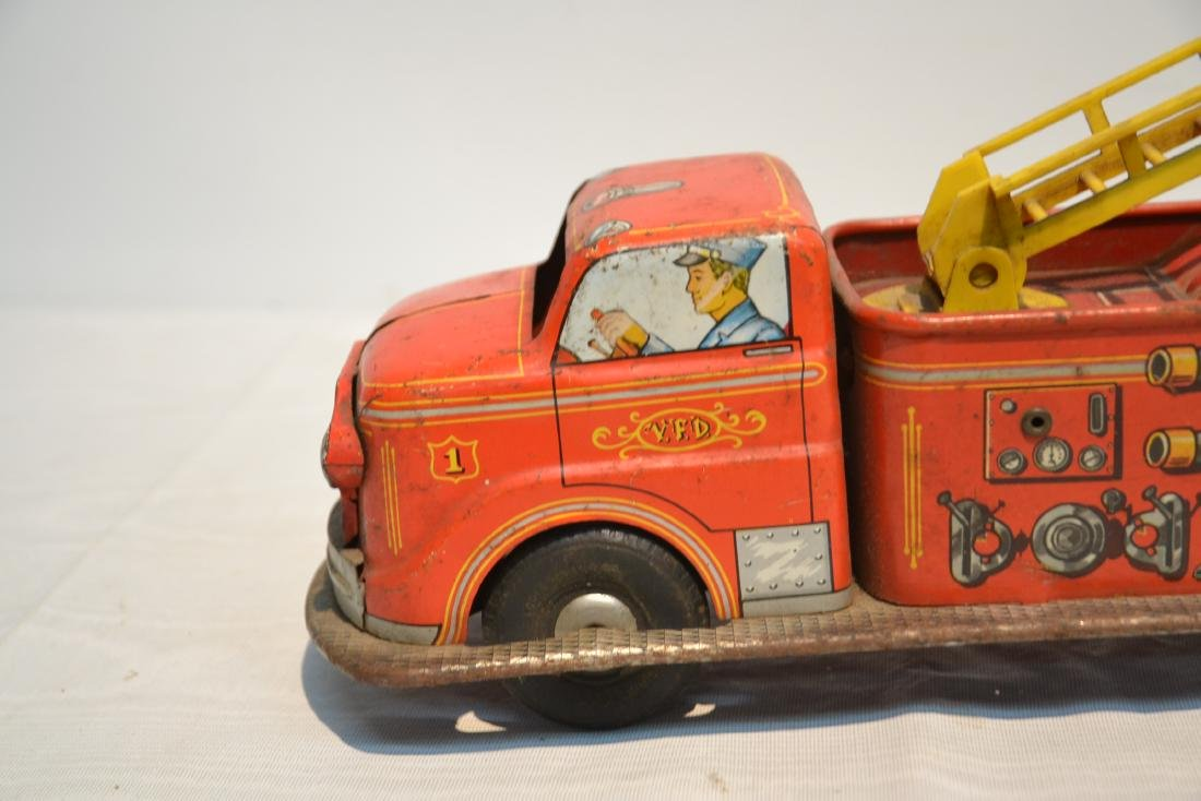 VINTAGE MARX BROS. LITHOGRAPHED TIN FIRE TRUCK - 6