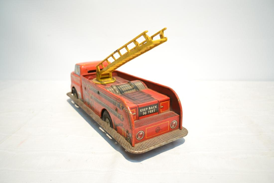 VINTAGE MARX BROS. LITHOGRAPHED TIN FIRE TRUCK - 7
