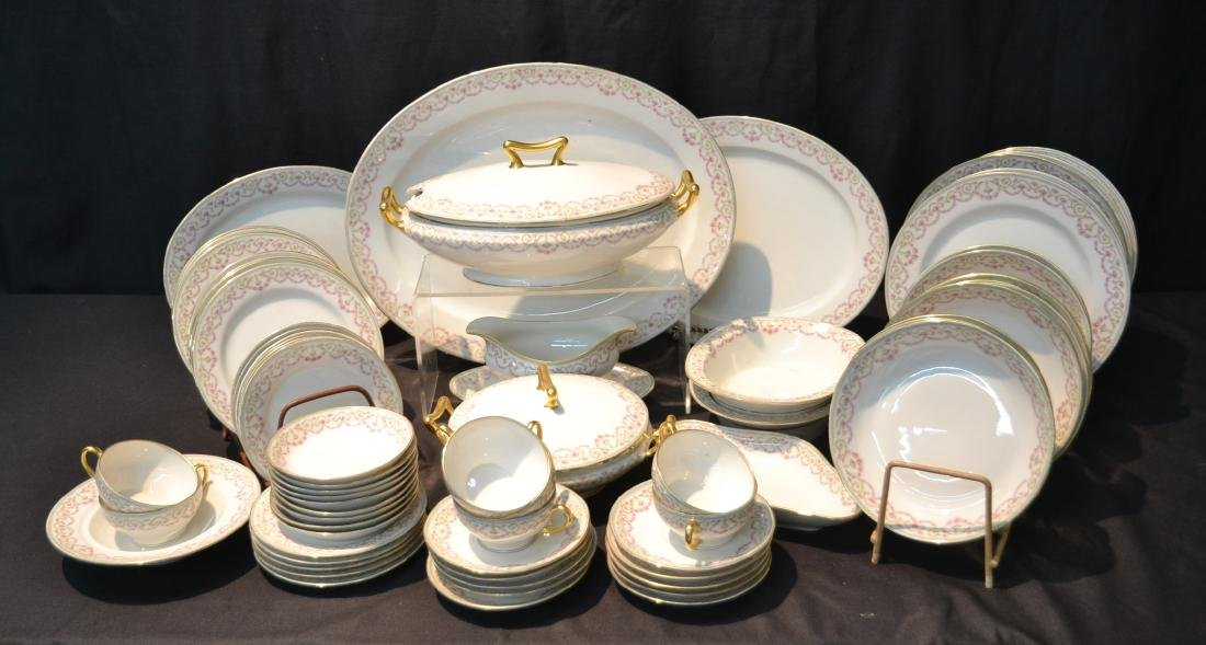 ELITE LIMOGES DINNER SET CONSISTING OF