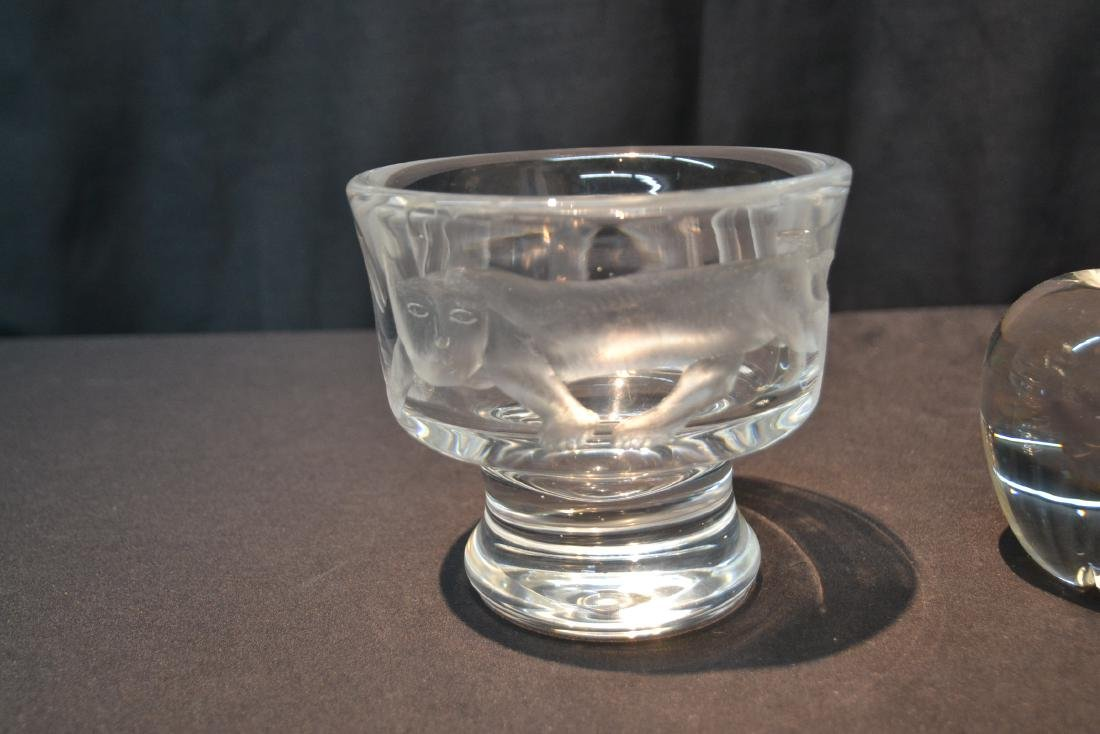 STEUBEN CRYSTAL APPLE PAPERWEIGHT - 4