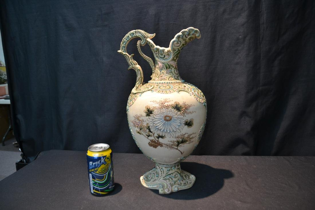 LARGE MORIAGE EWER WITH CHRYSENTHEMUM FLOWERS - 4