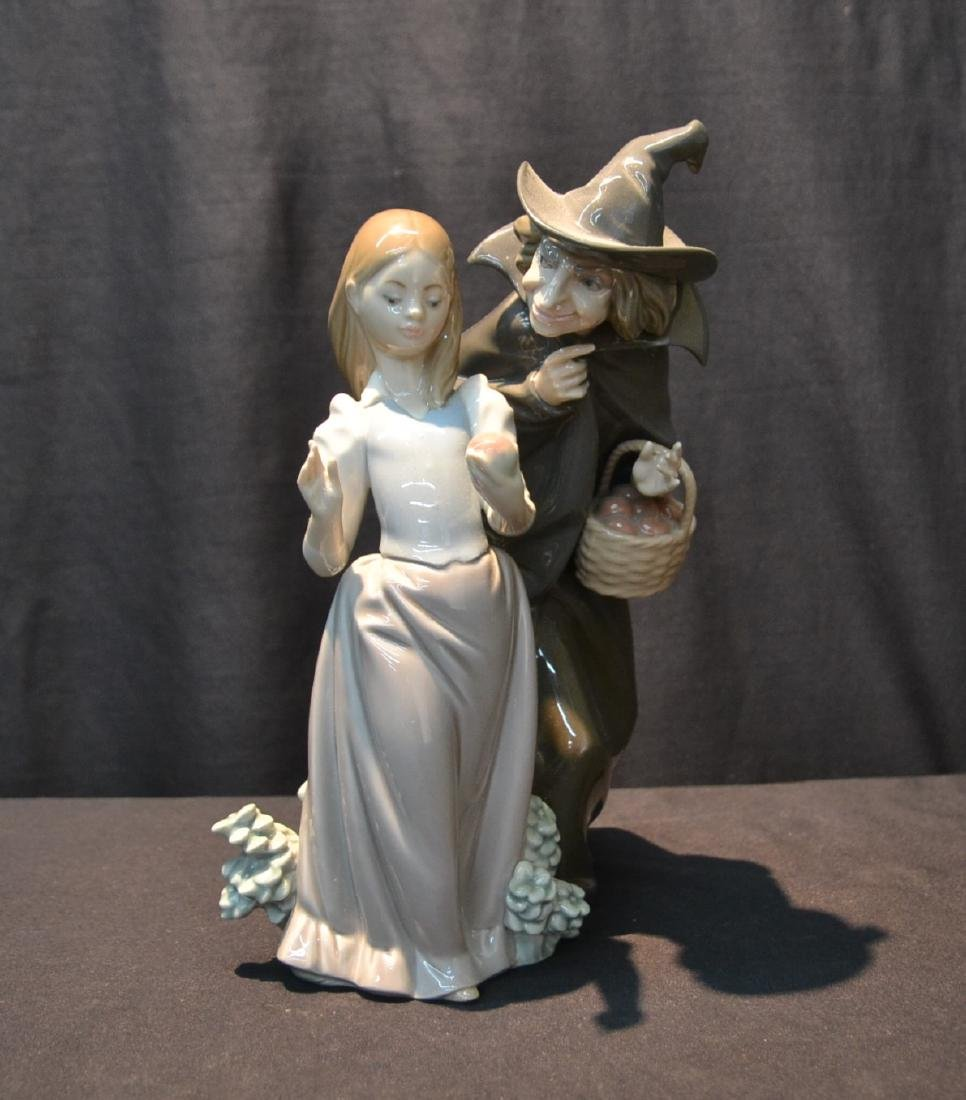 LLADRO SNOW WHITE WITH APPLE & WITCH HOLDING